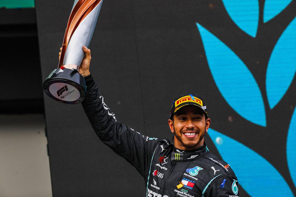 Lewis Hamilton vence o sétimo título de Fórmula 1 - igualando Michael Schumacher