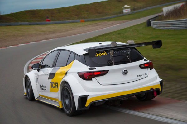 Target Competition aposta em sete Opel Astra TCR